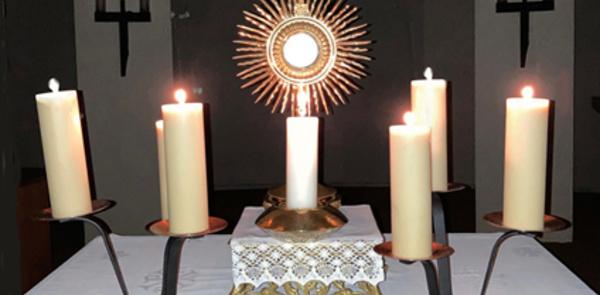 Adoration du Très Saint Sacrement et Confessions à l'église
